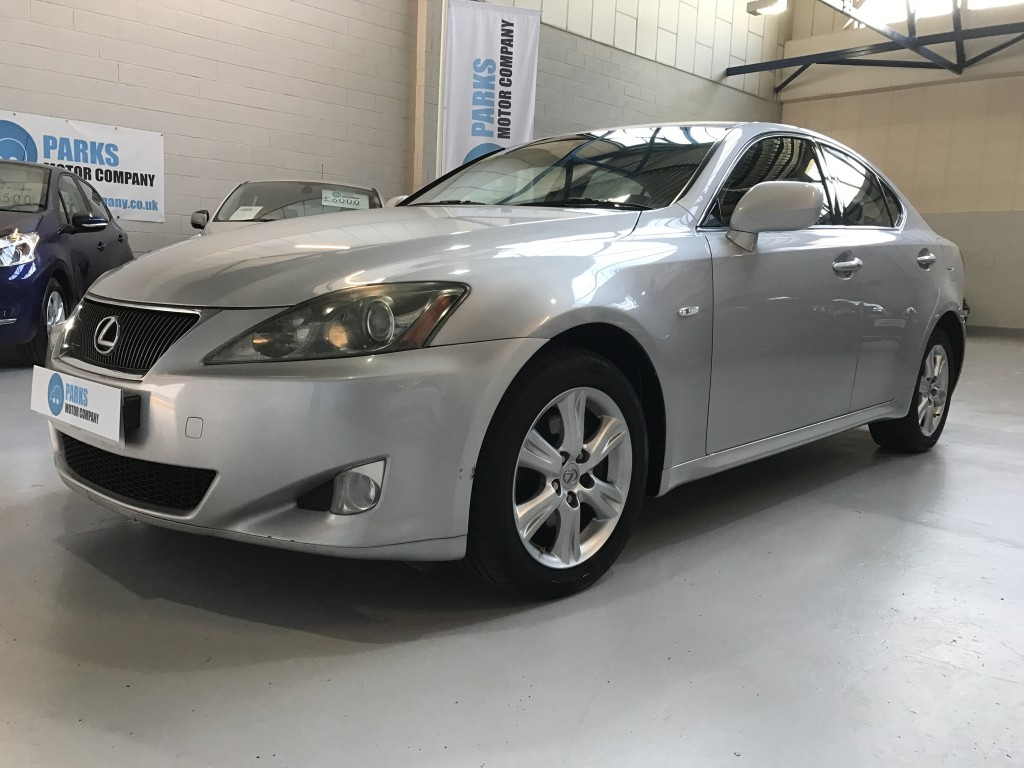 LEXUS IS 2.2 220D 4DR Manual