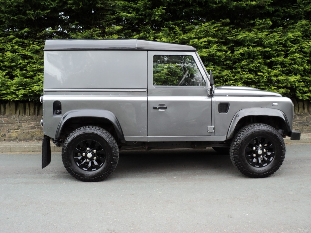 LAND ROVER DEFENDER 2.4 90 HARD TOP SWB