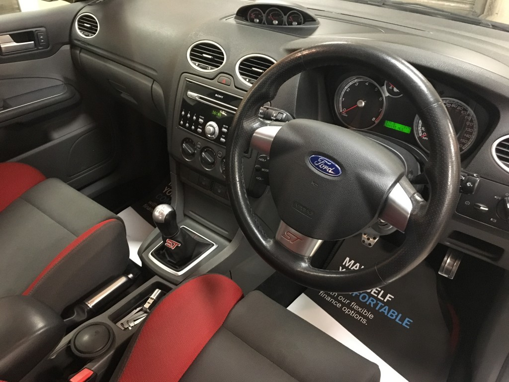 FORD FOCUS 2.5 ST-2 5DR