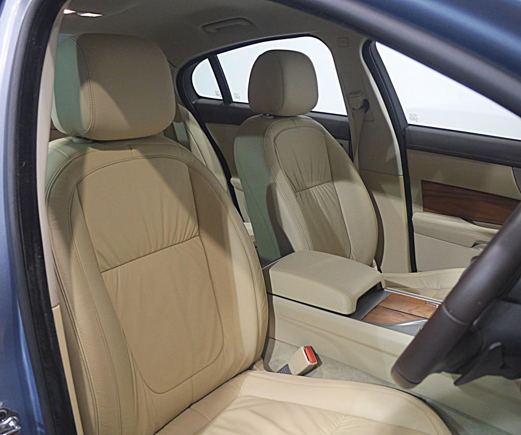 JAGUAR XF 2.7 LUXURY V6 4DR AUTOMATIC
