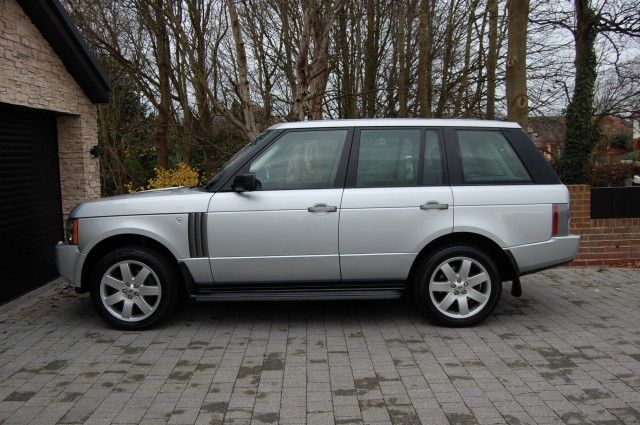 LAND ROVER RANGE ROVER 4.4 V8 VOGUE 5DR AUTOMATIC