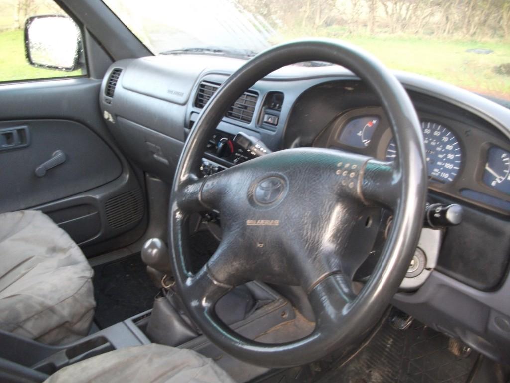 TOYOTA HI-LUX 2.5 250 EX 4WD
