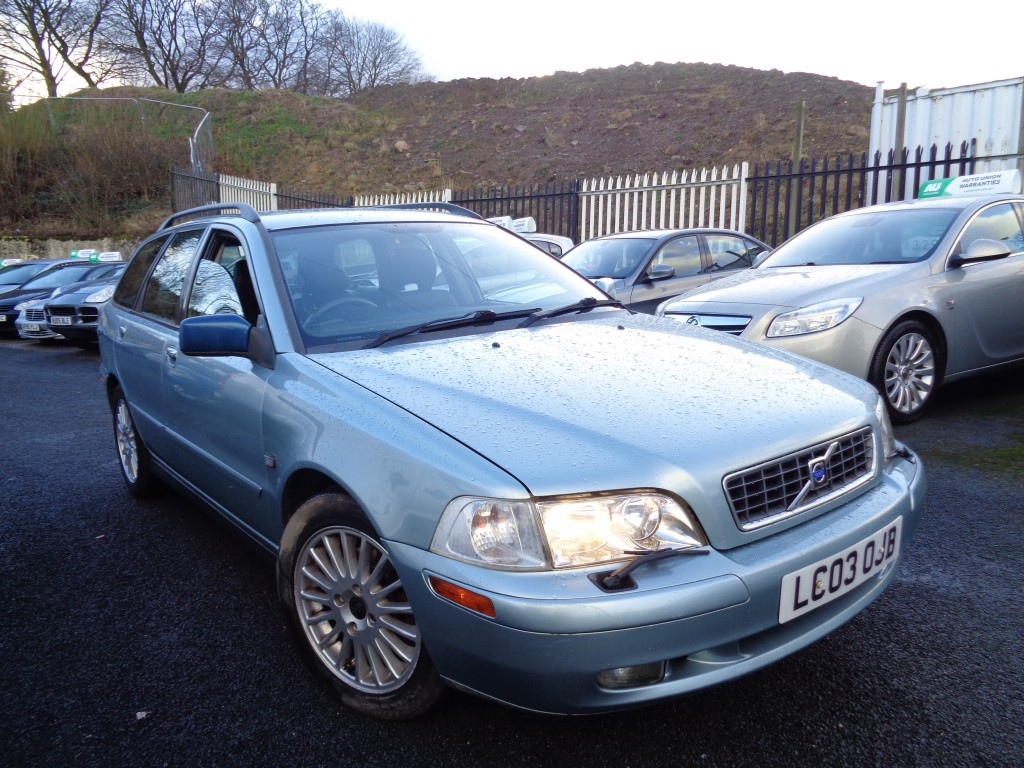 Used VOLVO V40 1.8 SE 5DR AUTOMATIC in West Yorkshire