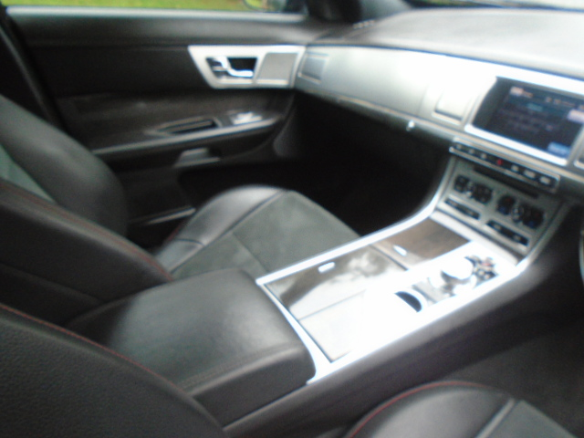 JAGUAR XF 3.0 D V6 R-SPORT 4DR AUTOMATIC