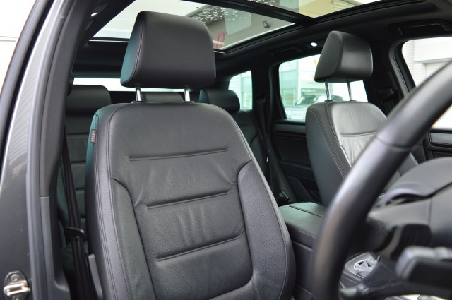 2015 (64) VOLKSWAGEN TOUAREG 3.0 V6 R-LINE TDI BLUEMOTION TECHNOLOGY 5DR AUTOMATIC   <em>52,300 miles