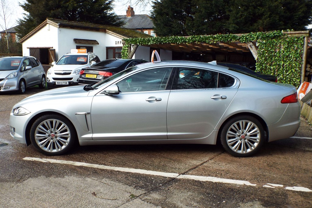JAGUAR XF 2.2 D PREMIUM LUXURY 4DR AUTOMATIC