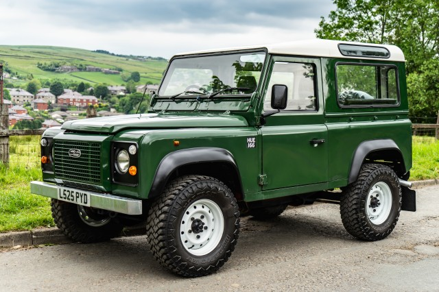 Used LAND ROVER DEFENDER 2.5 90 TD5 COUNTY STATION WAGON 3DR in Lancashire