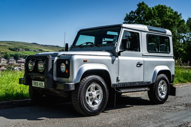 Used LAND ROVER DEFENDER 2.5 90 TD5 SILVER STATION WAGON 3DR in Lancashire