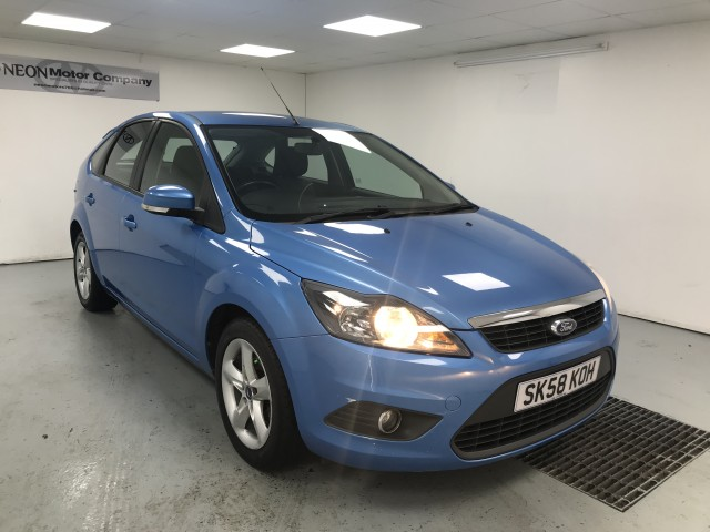 Used FORD FOCUS 1.6 ZETEC 5DR in West Yorkshire