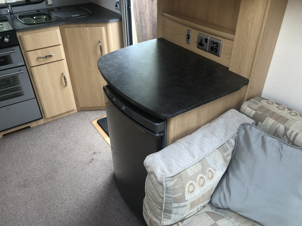COACHMAN Amara 380-2 With Mover