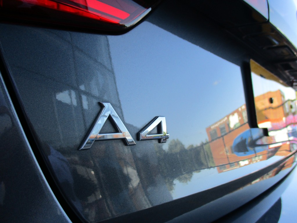 AUDI A4 2.0 AVANT TDI S LINE 5DR SEMI AUTOMATIC