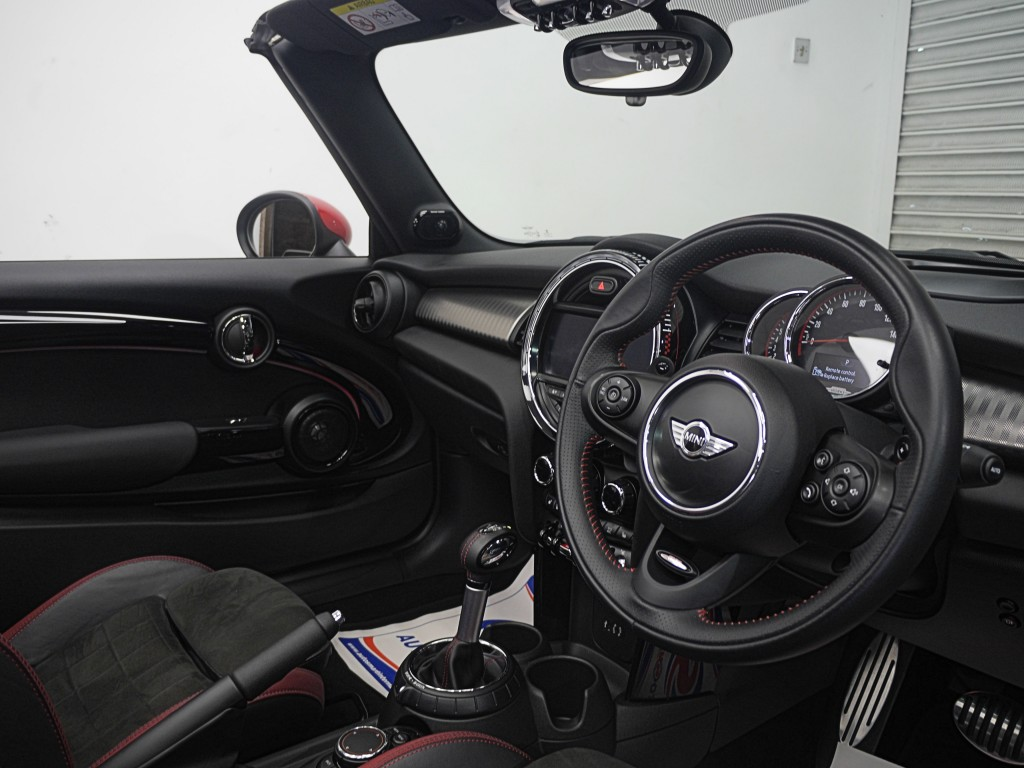 MINI CONVERTIBLE 2.0 JOHN COOPER WORKS 2DR AUTOMATIC
