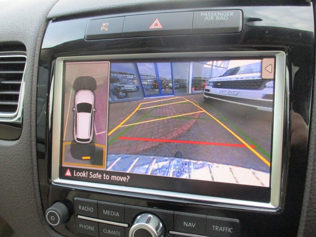 VOLKSWAGEN TOUAREG 3.0 V6 R-LINE TDI BLUEMOTION TECHNOLOGY 5DR AUTOMATIC