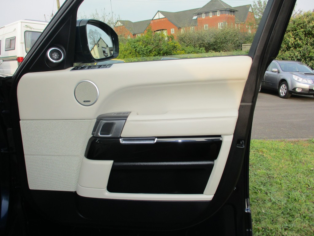 LAND ROVER RANGE ROVER   5DR AUTOMATIC