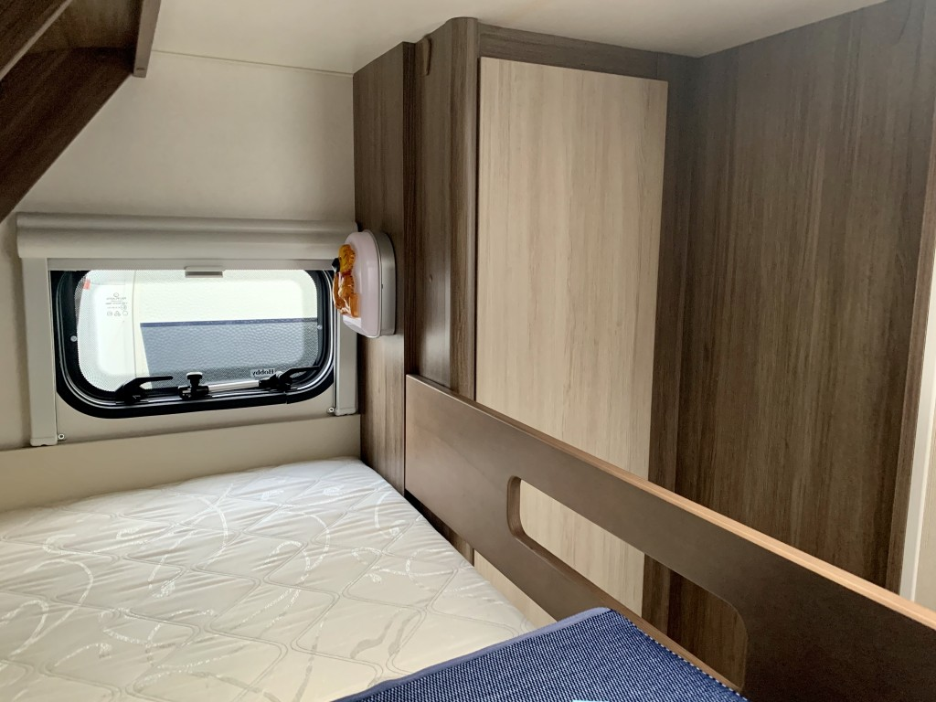 HOBBY DE LUXE 560 KMFE 6 berth Fixed bed and bunkbeds