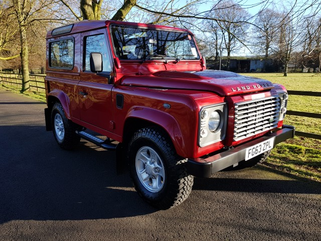 2013 (63) LAND ROVER DEFENDER 90 2.2 TD XS STATION WAGON 3DR | <em>5,500 miles