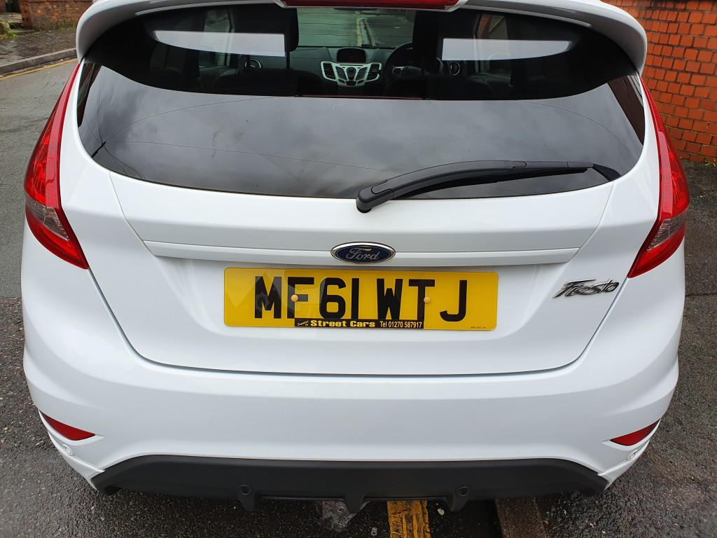 FORD FIESTA 1.6 ZETEC S 3DR 1 OWNER - BLUETOOTH - PARKING SENSORS