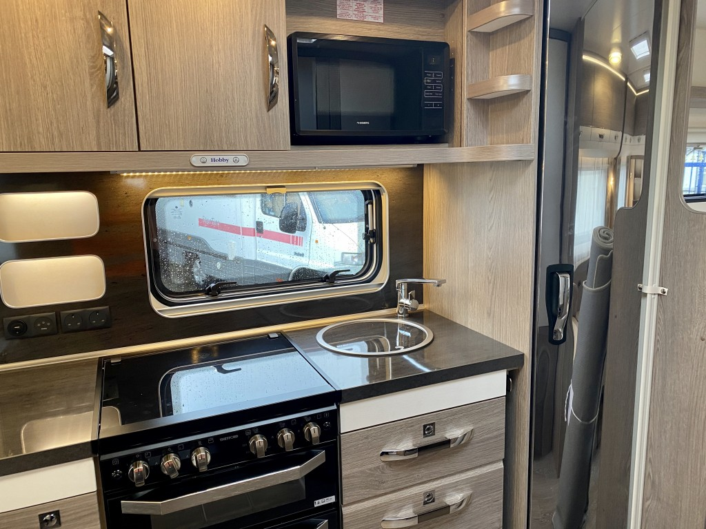 HOBBY PRESTIE 720 ukfe 7 berth Fixed bunkbeds and double