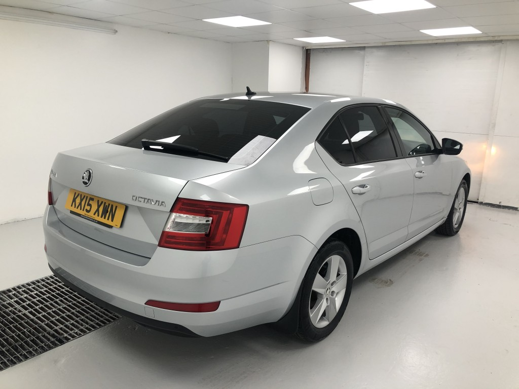 SKODA OCTAVIA 2.0 SE BUSINESS TDI CR DSG 5DR SEMI AUTOMATIC