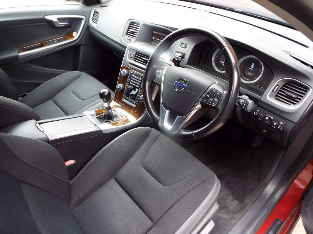 VOLVO S60 2.0 D3 SE 4DR