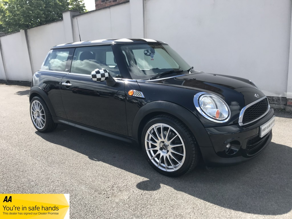 MINI HATCHBACK 1.6 FIRST 3DR