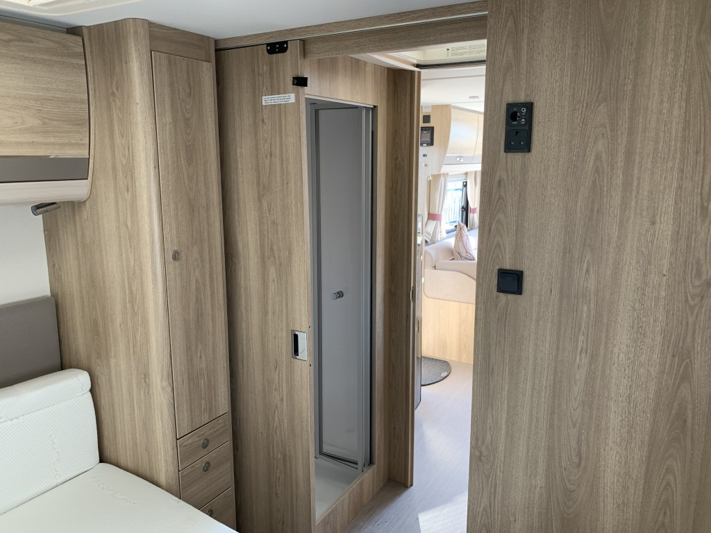 ELDDIS SUPREME 860 4 berth Fixed island bed
