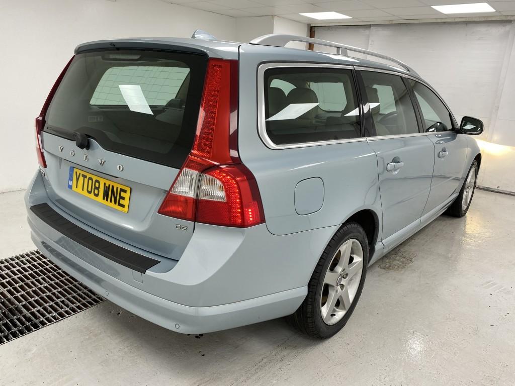 VOLVO V70 2.4 D5 SE LUX 5DR AUTOMATIC