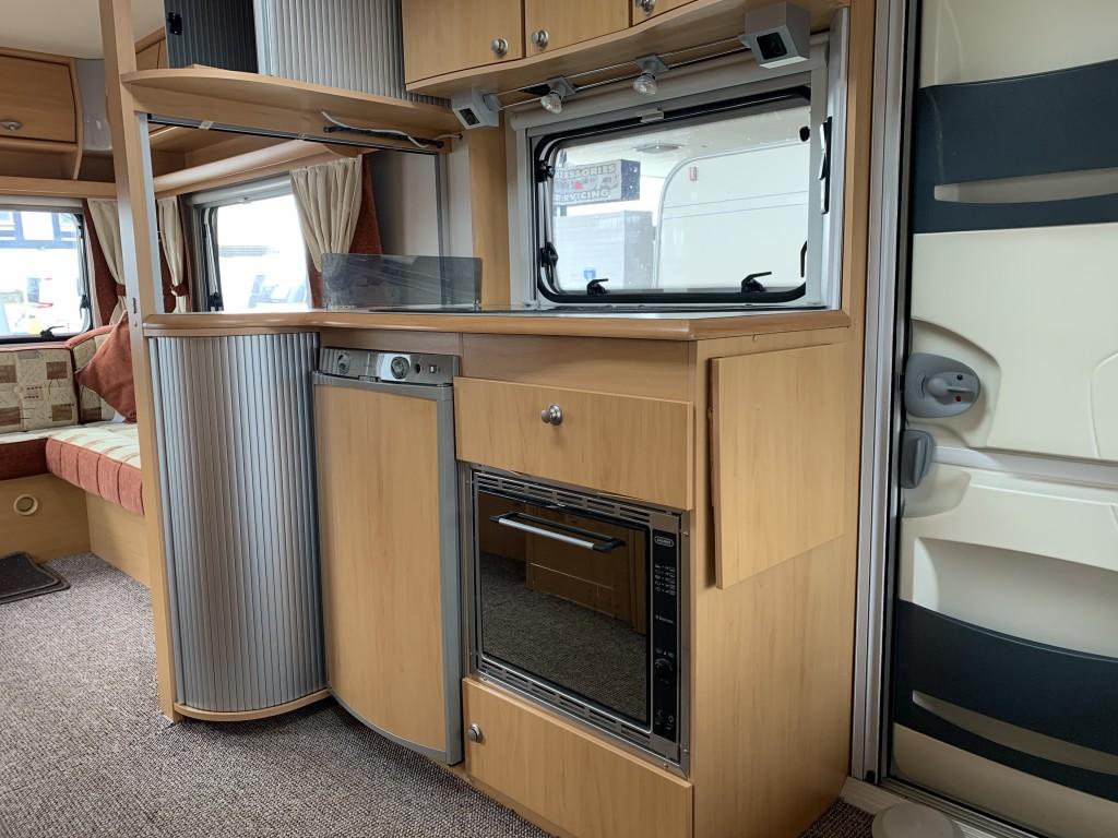 CRISTALL MOOREA 530 BB 4 berth end lounge
