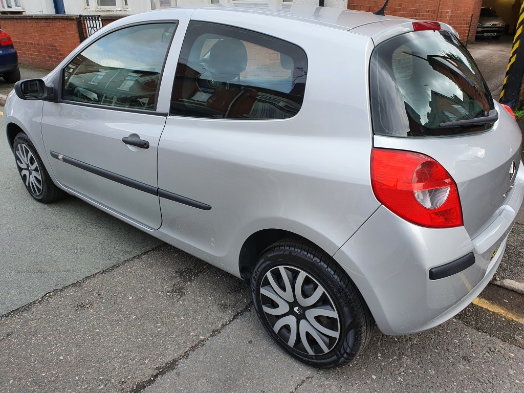 RENAULT CLIO 1.1 EXTREME 16V 3DR PX TO CLEAR - 12 MONTHS MOT