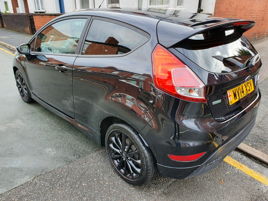 FORD FIESTA 1.0 ZETEC S 3DR FREE ROAD TAX - ONLY 26768 MILES - BLUETOOTH