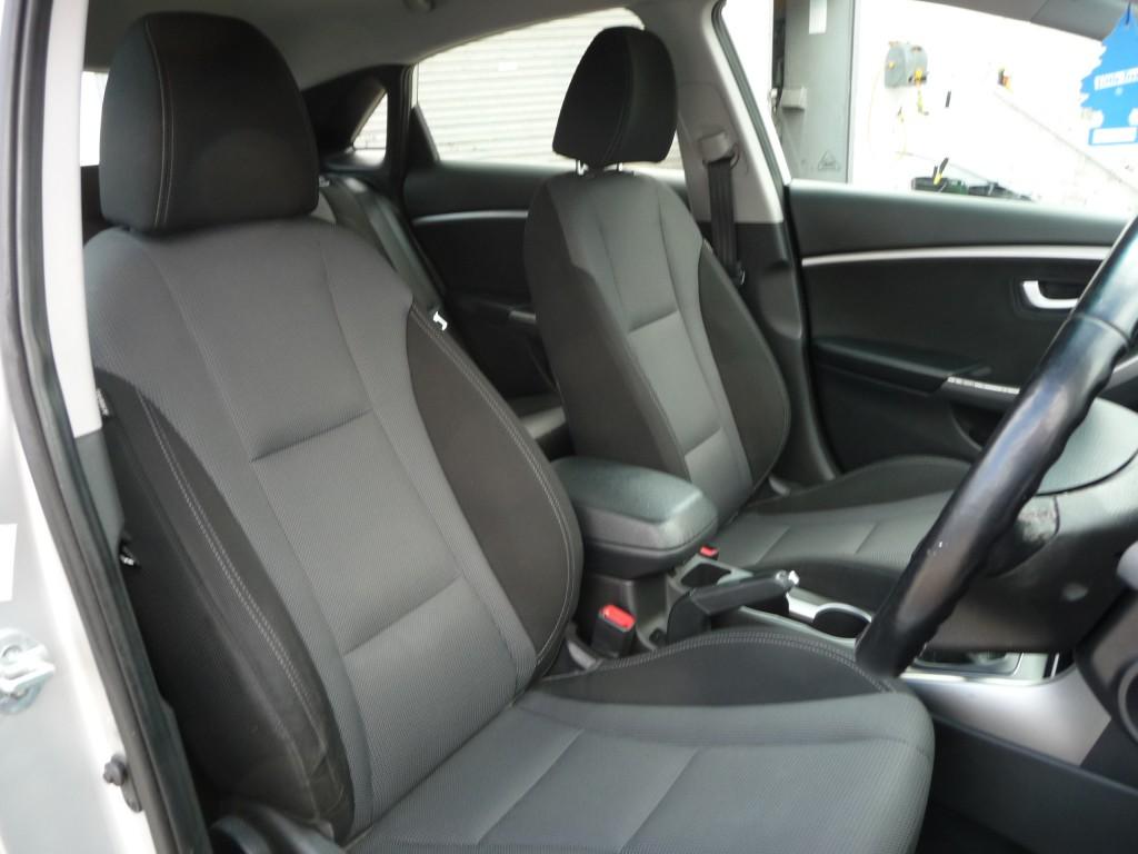HYUNDAI I30 1.6 STYLE BLUE DRIVE CRDI 5DR