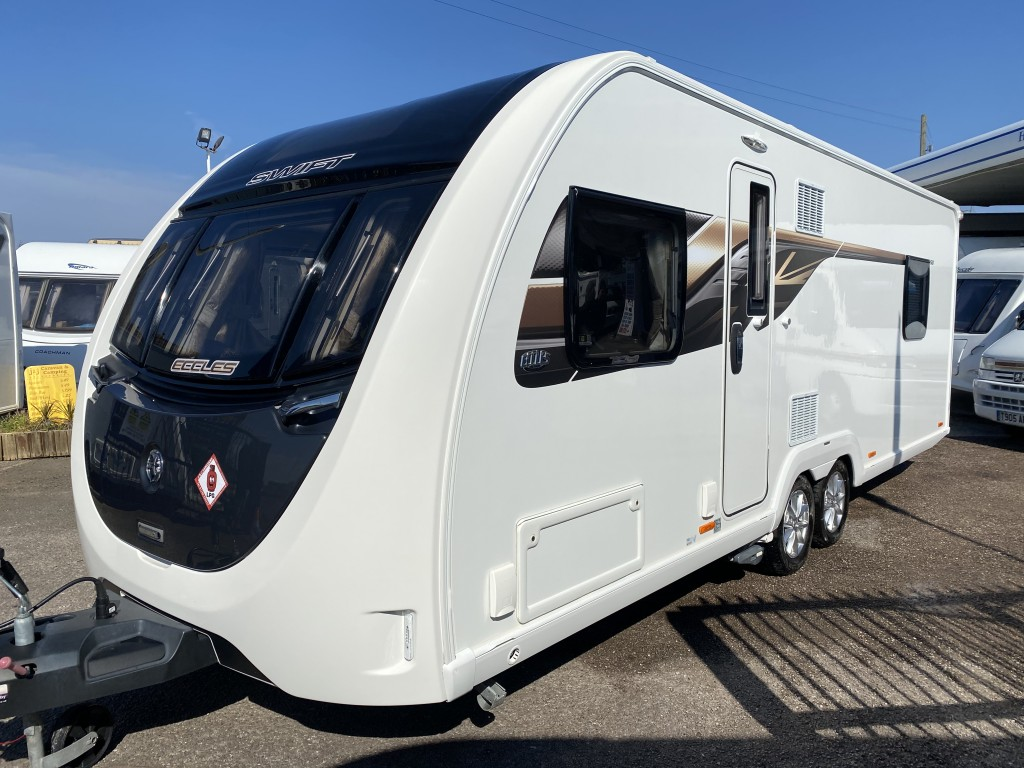 SWIFT ECCLES 650 4 berth Fixed island bed motor mover