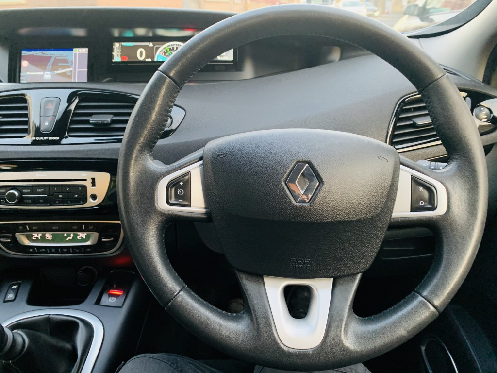 RENAULT SCENIC 1.5 DYNAMIQUE TOMTOM LUXE ENERGY DCI S/S 5DR