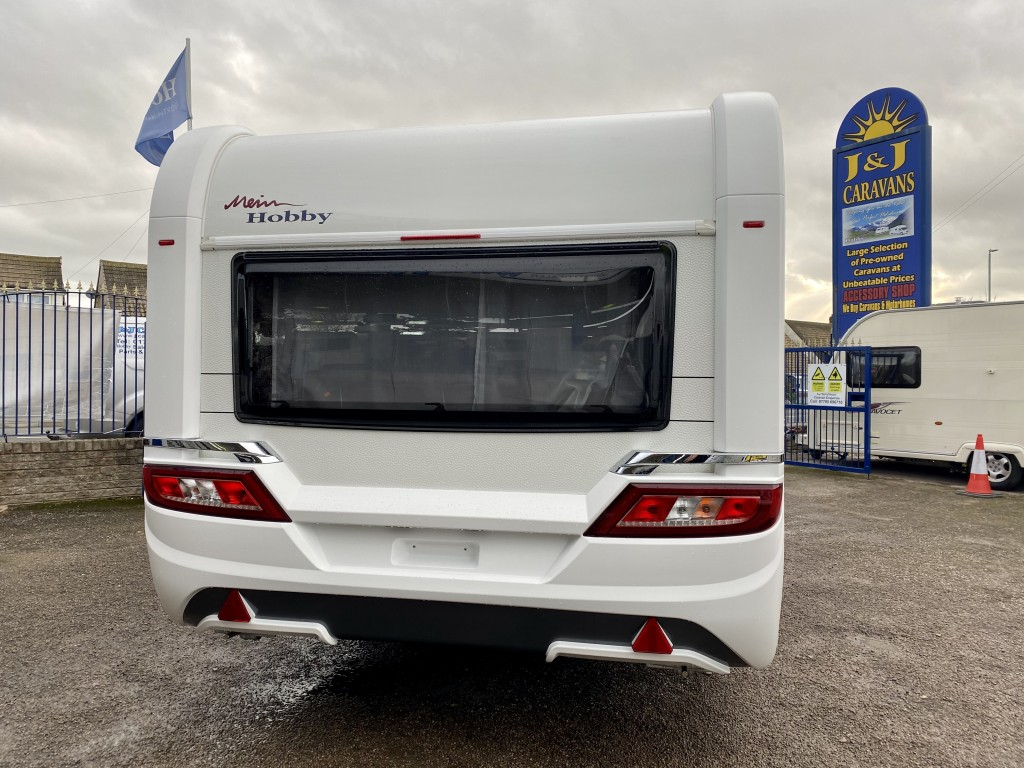 HOBBY PRESTIGE 650 UFF 4 berth Fixed island bed