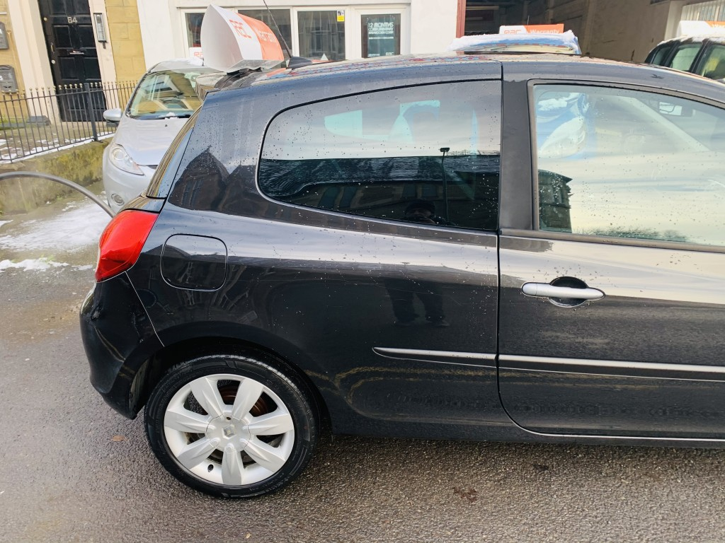 RENAULT CLIO 1.1 GT LINE TOMTOM TCE 3DR