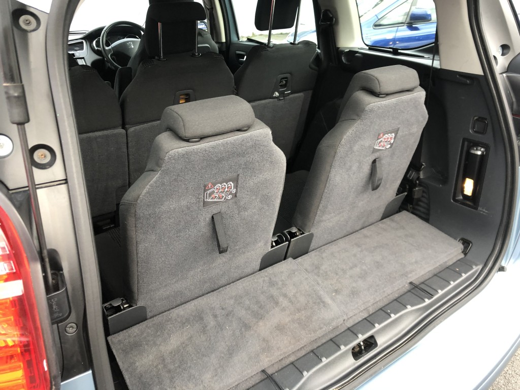 PEUGEOT 5008 1.6 HDI ACTIVE 5DR