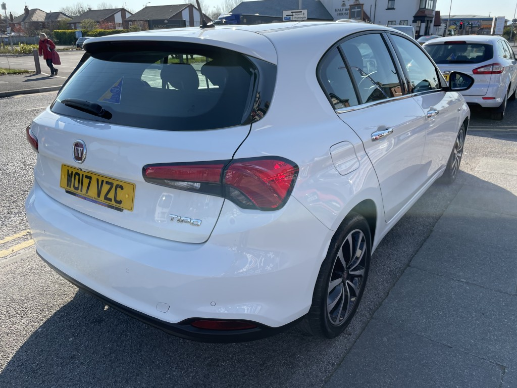 FIAT TIPO 1.4 LOUNGE 5DR