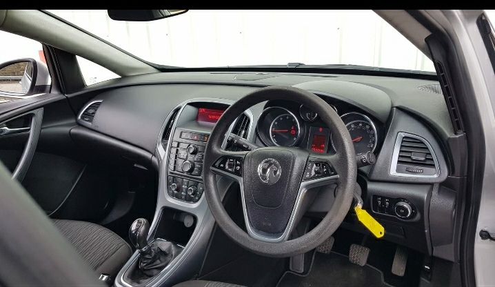 VAUXHALL ASTRA 1.4 EXCLUSIV 5DR