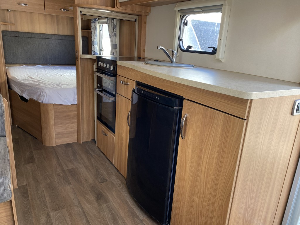 SWIFT ACE PRESTIGE 6 berth Fixed bed Awning