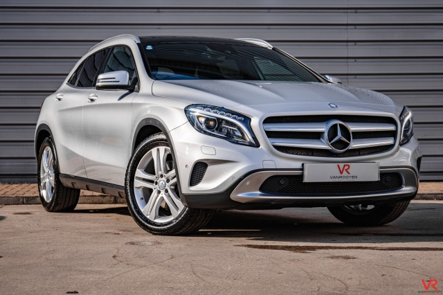 2014 (64) MERCEDES-BENZ GLA CLASS 2.0 GLA250 4MATIC SE PREMIUM PLUS 5DR SEMI AUTOMATIC | <em>49,209 miles