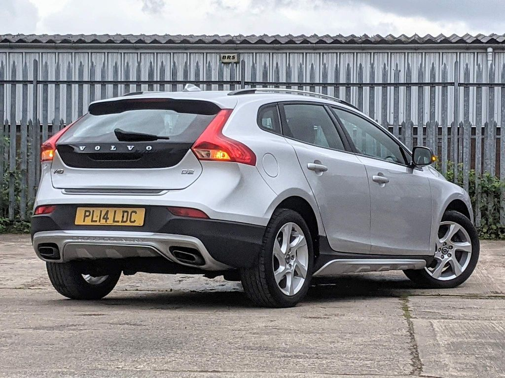 VOLVO V40 1.6 D2 CROSS COUNTRY LUX 5DR AUTOMATIC