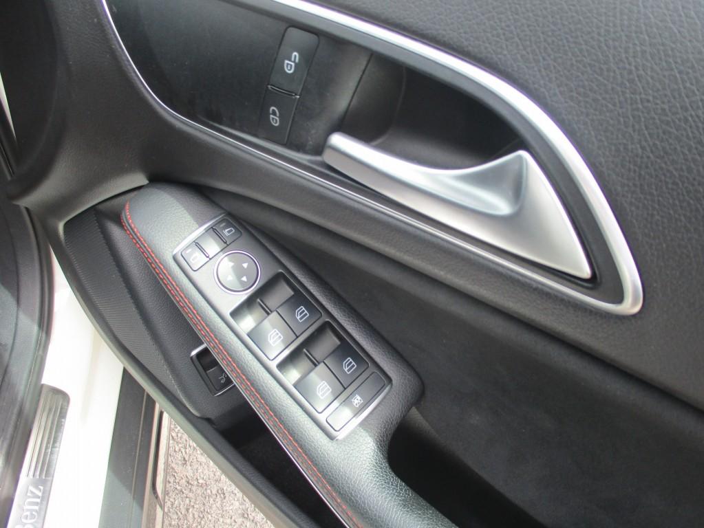 MERCEDES-BENZ GLA CLASS 2.1 GLA200 CDI AMG LINE 5DR SEMI AUTOMATIC