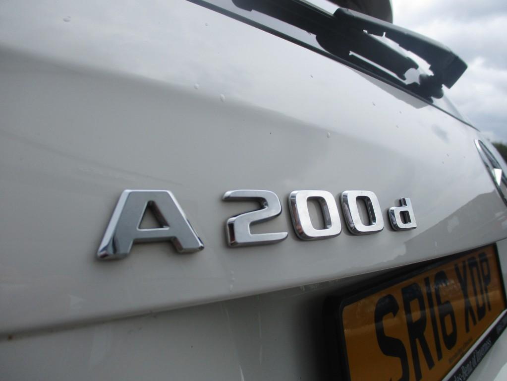 MERCEDES-BENZ A CLASS 2.1 A 200 D AMG LINE 5DR