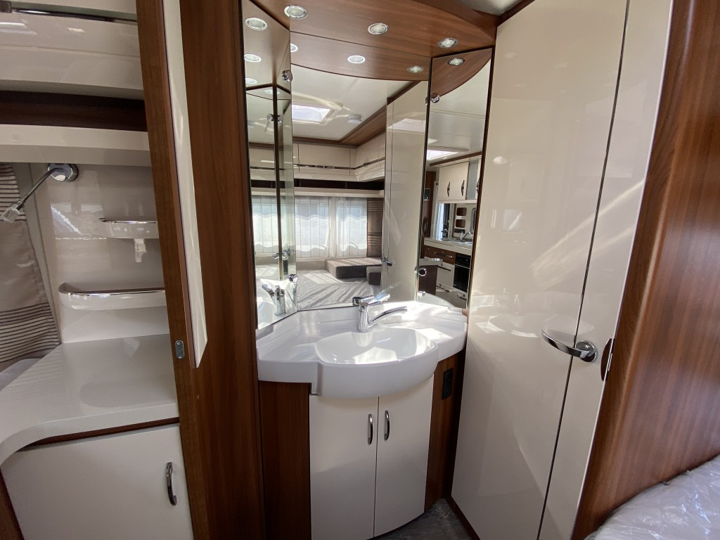 HOBBY EXCELLENT 650 umfe 5 berth Fixed bed