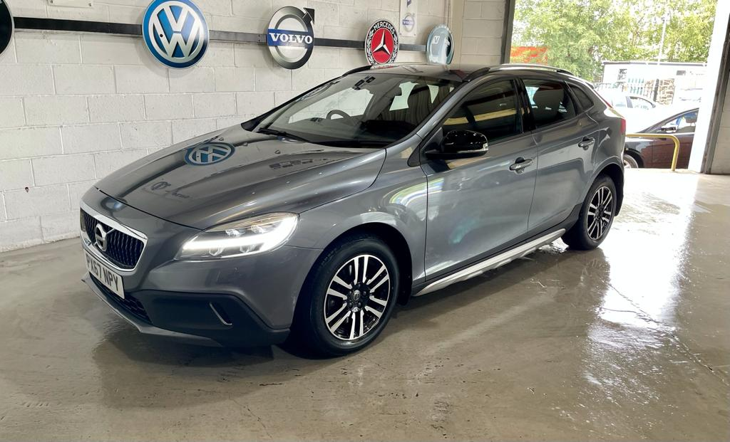 VOLVO V40 2.0 D2 CROSS COUNTRY NAV PLUS 5DR AUTOMATIC