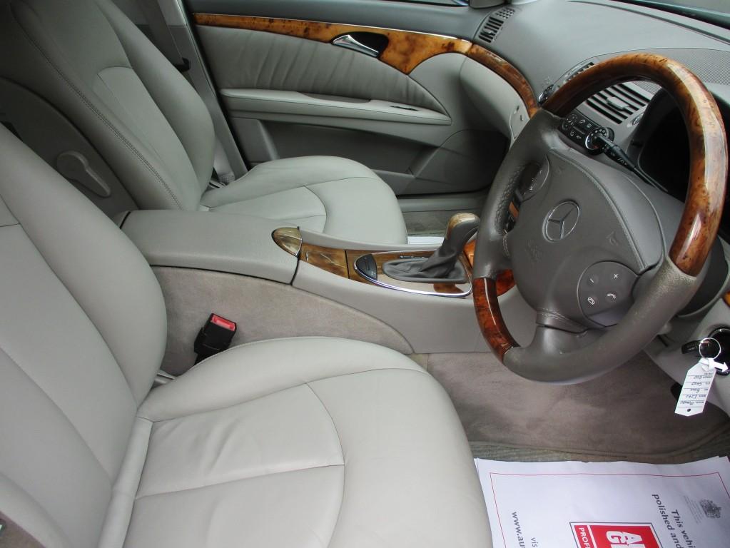 MERCEDES-BENZ E CLASS 2.6 E240 ELEGANCE 4DR AUTOMATIC