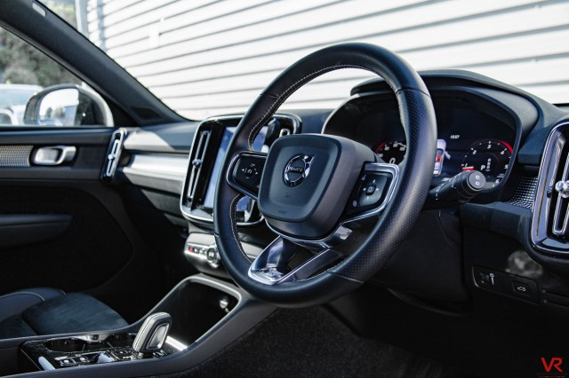 2019 (68) VOLVO XC40 2.0 D4 R-DESIGN PRO AWD 5DR AUTOMATIC | <em>17,898 miles