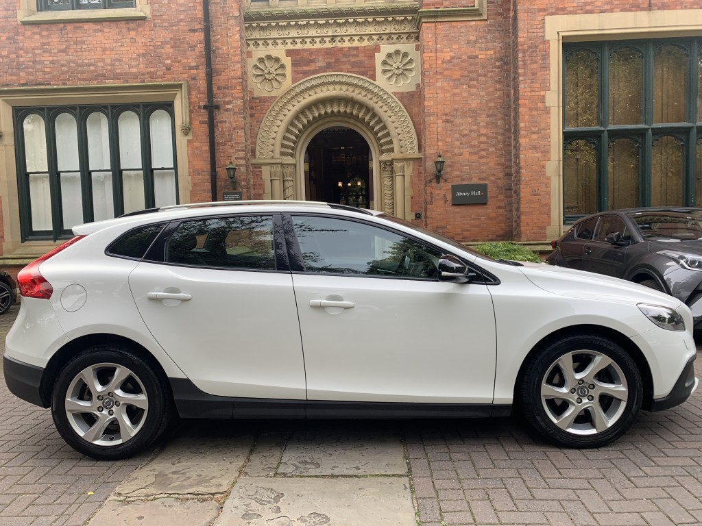 VOLVO V40 1.6 D2 CROSS COUNTRY LUX 5DR