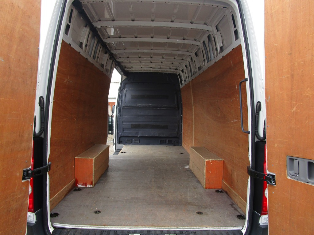 VOLKSWAGEN CRAFTER LWB 134PS 2.0 CR35 TDI **61,000 MILES - JUST BEEN SERVICED