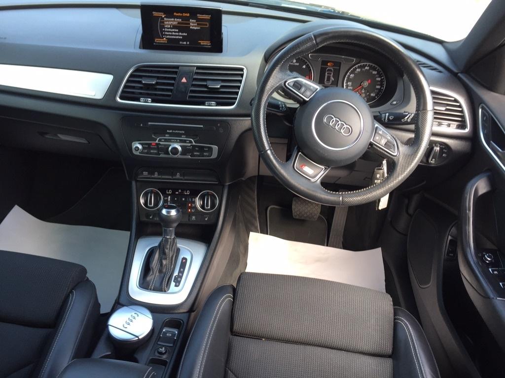 AUDI Q3 2.0 TDI S line S Tronic quattro (s/s) 5dr
